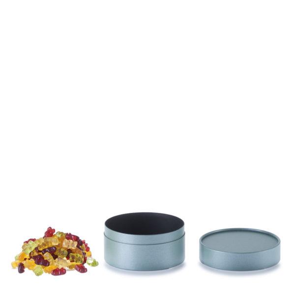 geöffnete betubed Pappdose 60 x 123 mm Farbe Salbei, mit Gummibärchen daneben