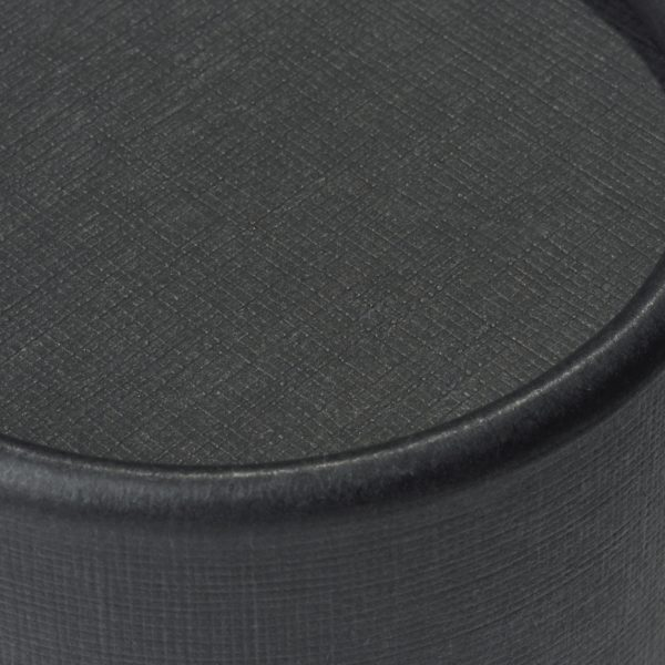 Deckel der nachhaltigen, schwarzen betubed Pappdose in der Detailansicht