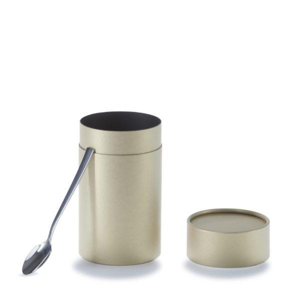 geöffnete 3-teilige betubed Pappdose in gold, an die ein Löffel anlehnt