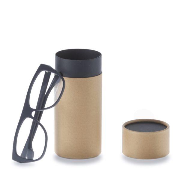 geöffnete 3-teilige betubed Pappdose, an die eine Brille anlehnt