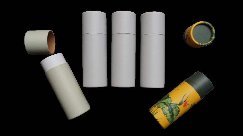 3 lichtgraue betubed Pappdosen in der Mitte, links eine betubed Pappdose mintgrün und auf der rechten Seite mit Jungle Motiv